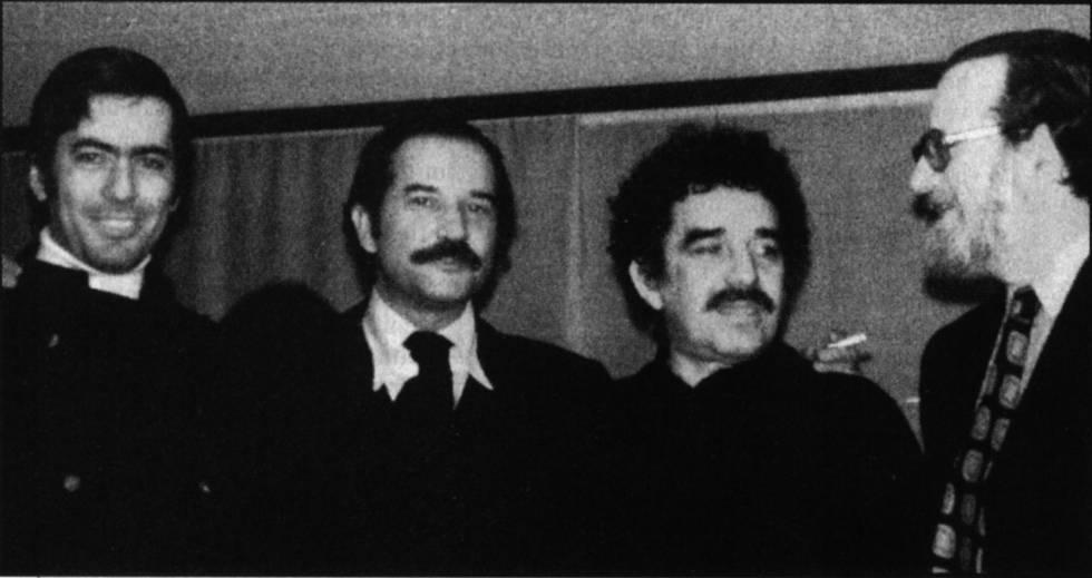 De izquierda a derecha, Mario Vargas Llosa, Carlos Fuentes, Gabriel García Márquez y José Donoso, en torno a 1970.