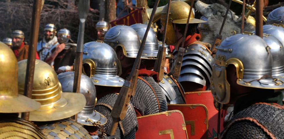 Legionarios romanos en un acto de reconstrucción histórica en Kalkriese.