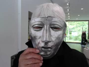 Manfredi, con una réplica de la máscara de caballería romana hallada en Kalkriese.