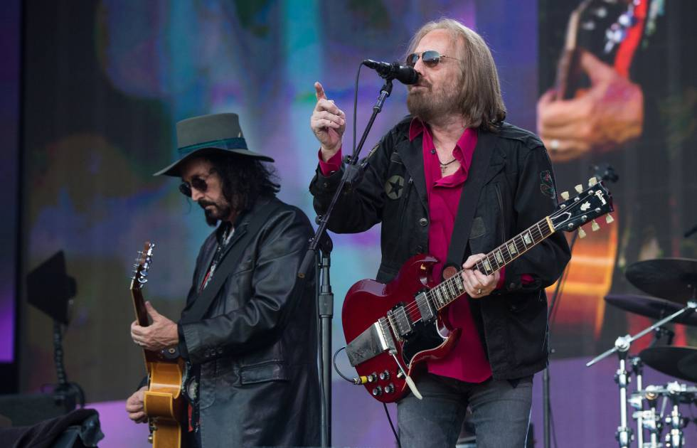 Tom Petty (derecha) y Mike Campbell, en su concierto en el Barclaycard British Summer Time de Londres, el domingo 9 de julio.