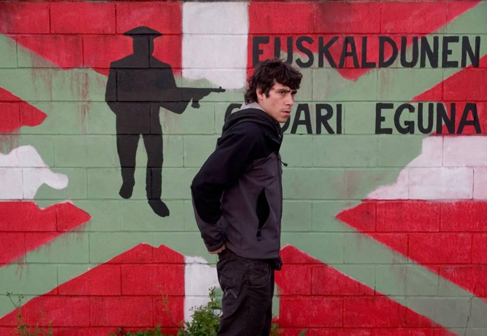 Fotograma de la película 'Todos estamos invitados', de Manuel Gutiérrez Aragón.