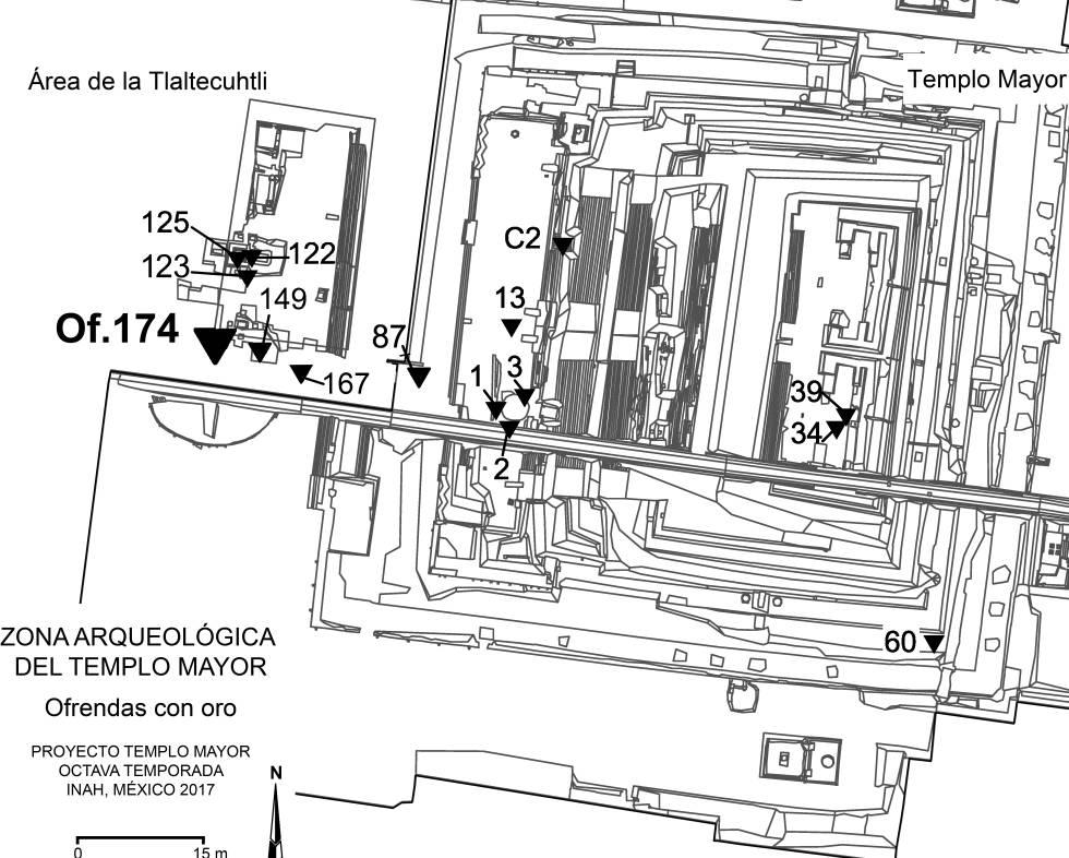Mapa aéreo del Templo Mayor. Los números señalan las 16 ofrendas con oro encontradas en 39 años de excavaciones. El 39 y el 34 están justo donde se erigía la capilla al dios sol. A su derecha, la capilla de Tláloc. La 174 está debajo, a unos metros de las escaleras.