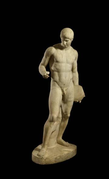 Escultura de mármol 'Atleta con disco'.