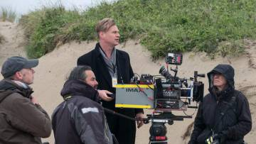Christopher Nolan, con una cámara Imax en el rodaje de 'Dunkerque'.