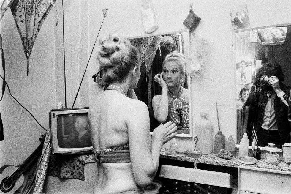 Una de las imágenes del supuesto Ximo Berenguer en El Molino, en el que se ve al propio Joan Fontcuberta haciendo la foto.