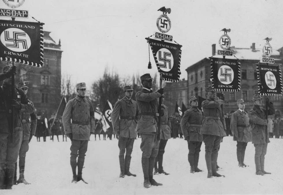 Parada de las SA en Múnich durante la primera conveción del partido nazi.