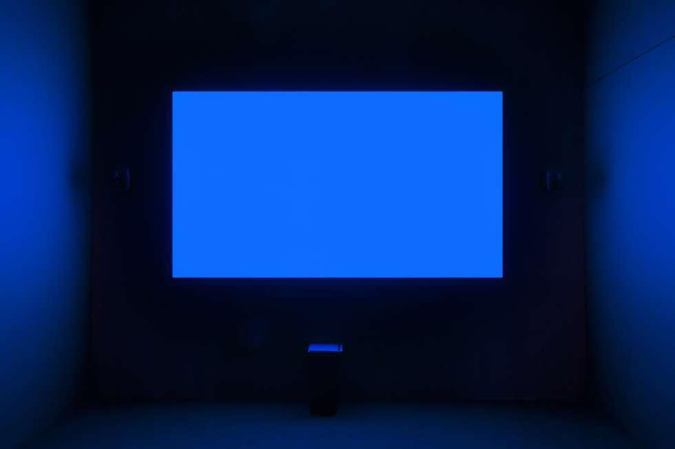 Exhibición de 'Blue', de Derek Jarman, en la Tate Britain.