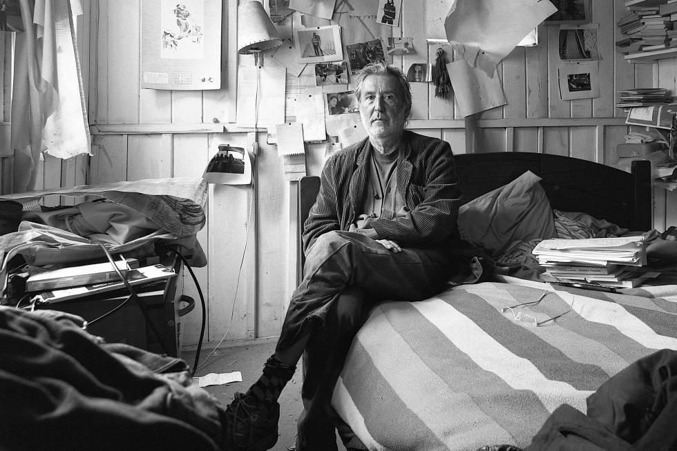 Claudio Bertoni fotografiado en su casa de Concón (Chile) en 2016.