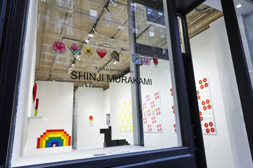 Intalación de la exposición 🌺🌷🌼💗 🐴✨🌈🌸🌹️ de Shinji Murakami en la galería neoyorquina Catinca Tabacaru.