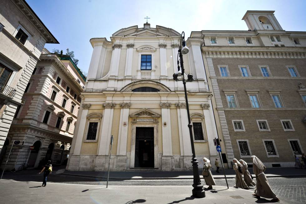 Fachada de la iglesia de Sant'Apollinare, en cuyo interior estuvo la tumba de Enrico de Pedis, 'Renatino'.