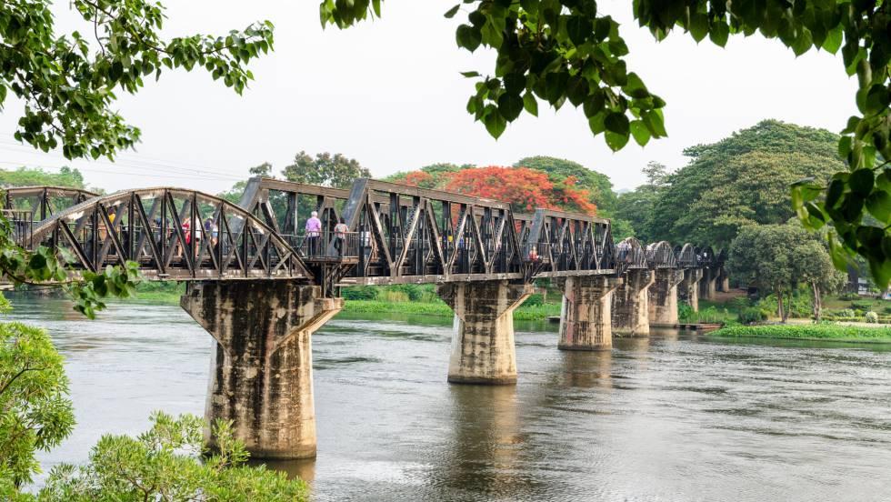 El puente sobre el río Kwai, atracción turística cerca de la localidad de Kanchanaburi (Tailandia).