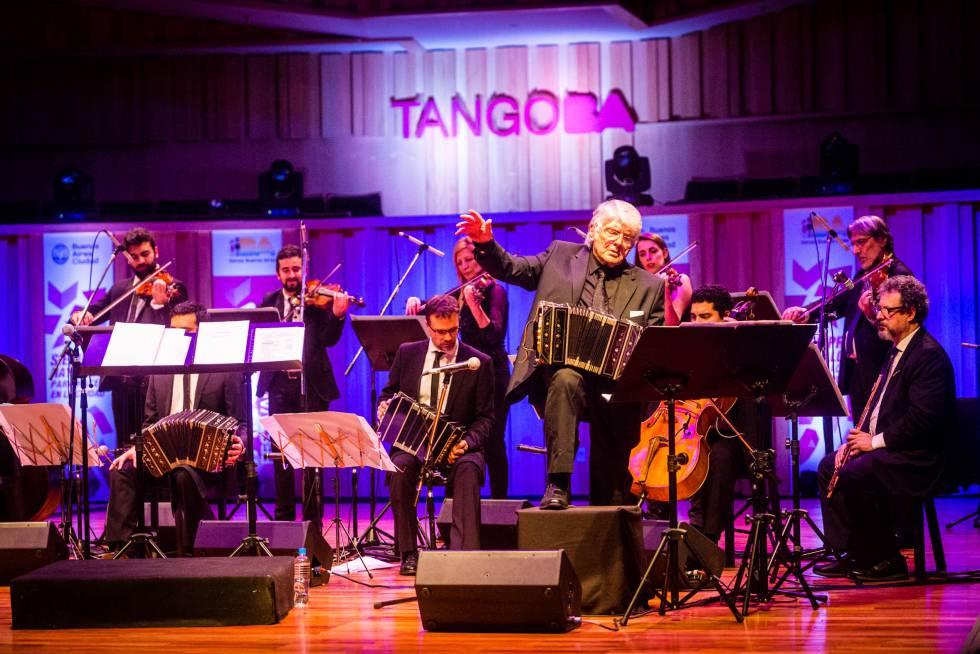 El maestro Osvaldo Piro abrió el juego de Tango BA con un bandoneón de Troilo.