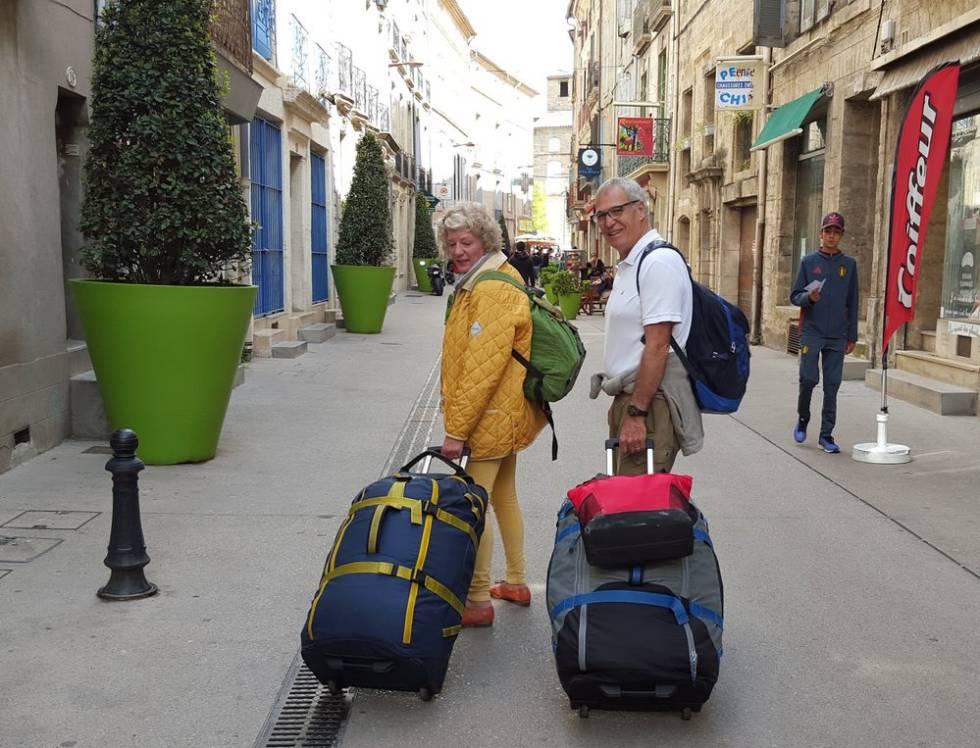 artistamiyares vivir s lo con una maleta