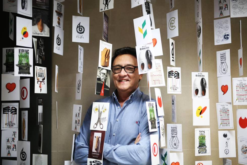 El diseñador Manuel Estrada, entre sus obras..