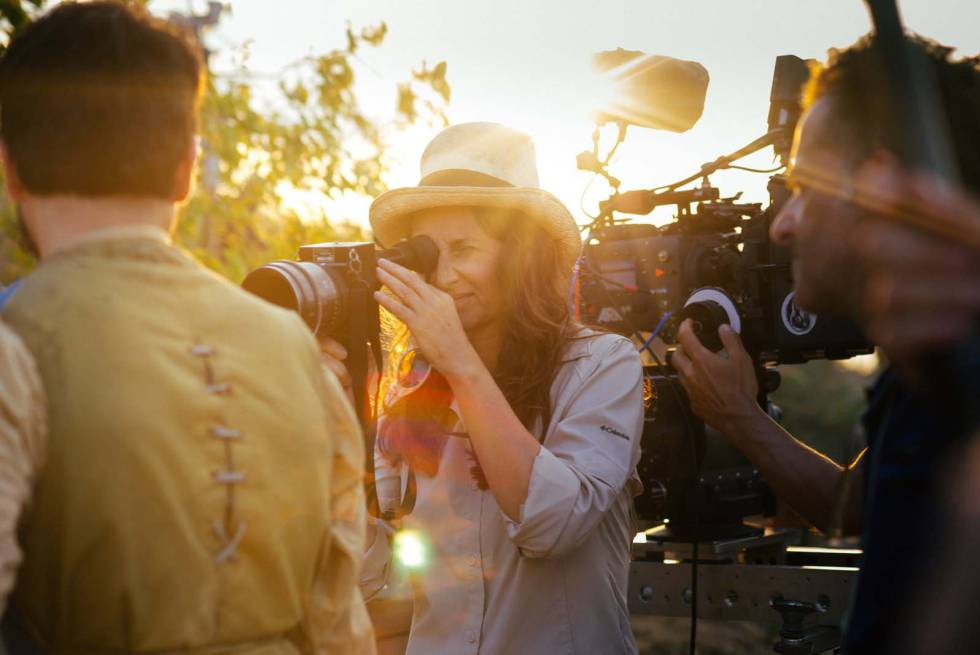 Lucrecia Martel, durante el rodaje de 'Zama'.