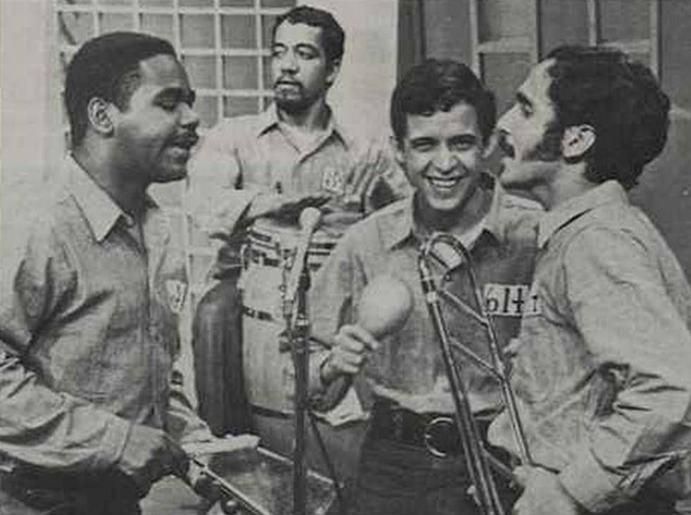 De izquierda a derecha, los músicos José Mangual Jr., Milton Cardona, Héctor Lavoe y Willie Colón, en una actuación en la década de los setenta.
