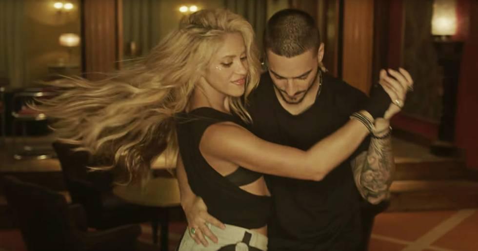 Shakira y Maluma reformulando el reguetón con salsa colombiana en 'Chantaje'.