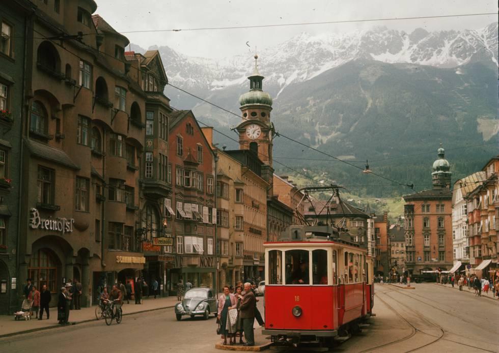 Vista del centro de Innsbruck (Austria) en 1951.