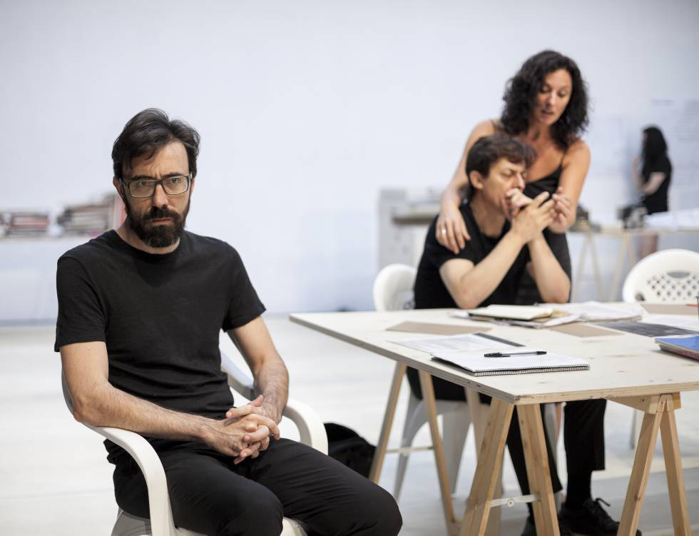 Desde la izquierda, Israel Elejalde, Jesús Noguero y María Morales, en 'Ensayo'.