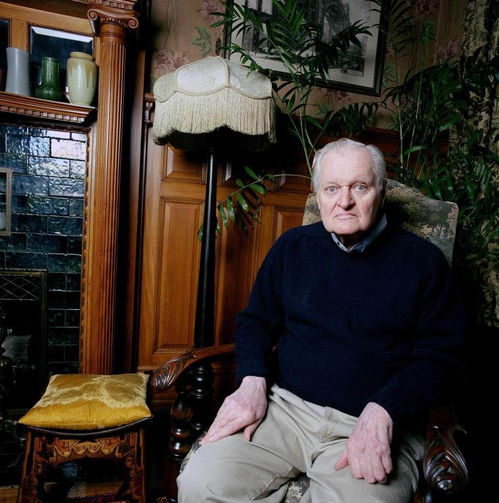 John Ashbery, retratado en su casa en 2010.