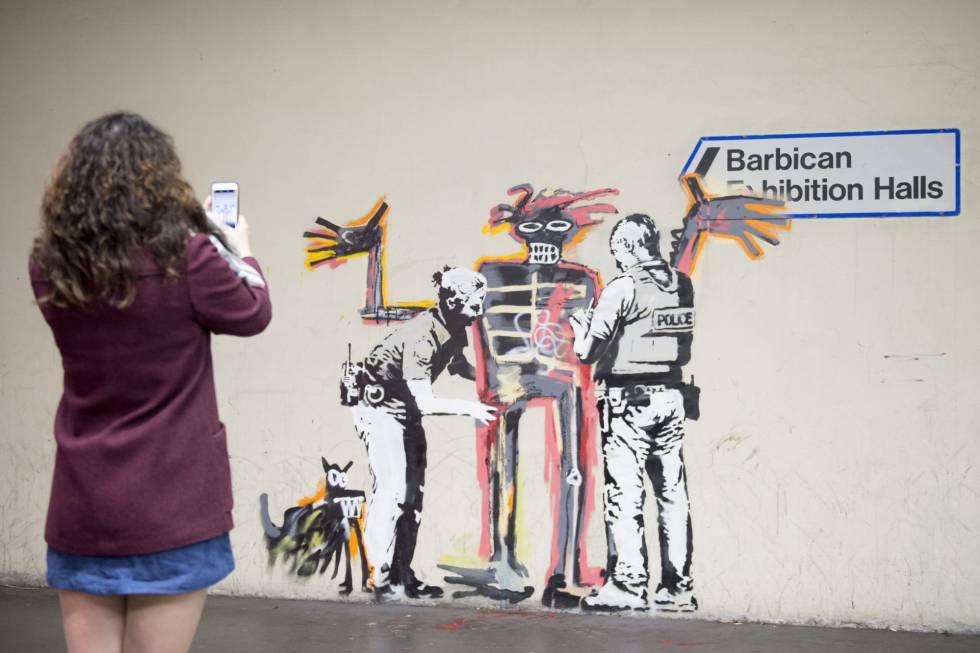 Resultado de imagen de Banksy pinta dos nuevos murales en Londres