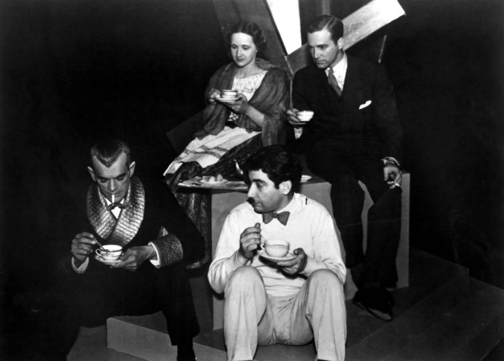 Descanso en el rodaje de la película 'Satanás', de Edgar G. Ulmer, en 1934.
