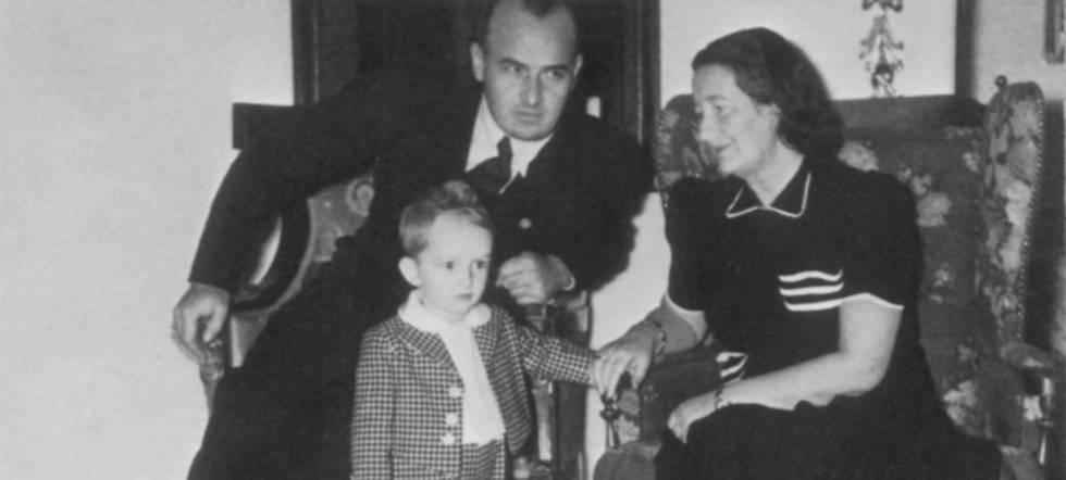 Niklas Frank con sus padres en el castillo de Wawel (Cracovia, Polonia), rn en 1941.