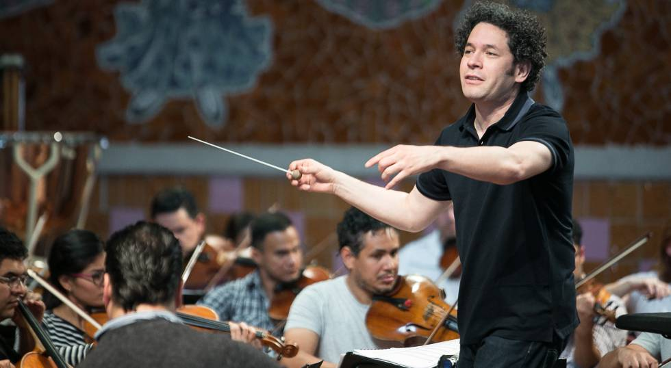 Gustavo Dudamel with the Venezuelan Youth Orchestra in Barcelona