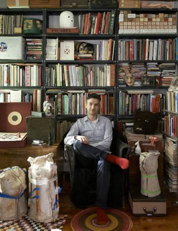 Marcel Dzama, en su estudio en Brooklyn.