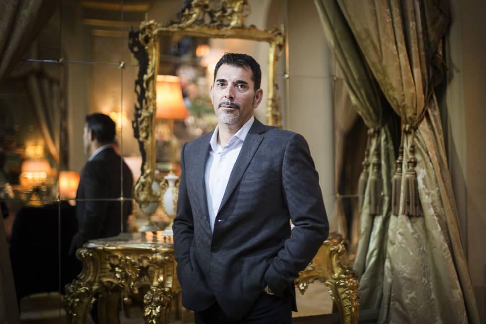 El escritor Víctor del Árbol, cuando ganó el premio Nadal en 2016.