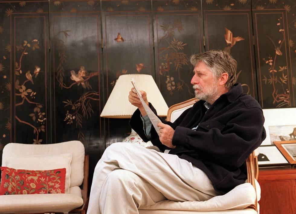 El escritor Simon Leys, en su casa de Canberra en 1998.