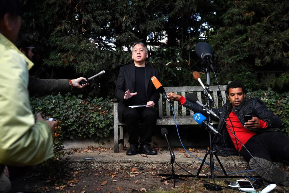 Kazuo Ishiguro, el jueves 5 de octubre en Londres, durante la rueda de prensa celebrada horas después de que se le concediera el Premio Nobel de Literatura.
