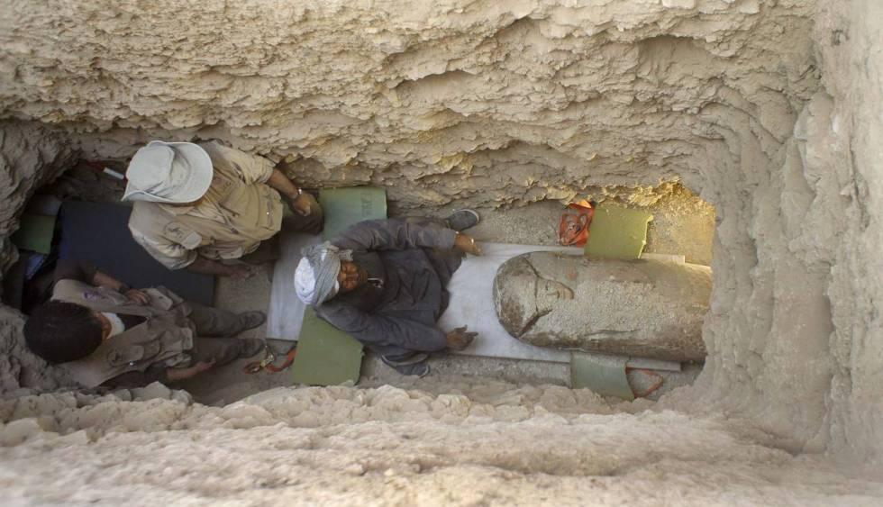 Imagen de los trabajos en uno de los pozos funerarios del Proyecto Djehuty.