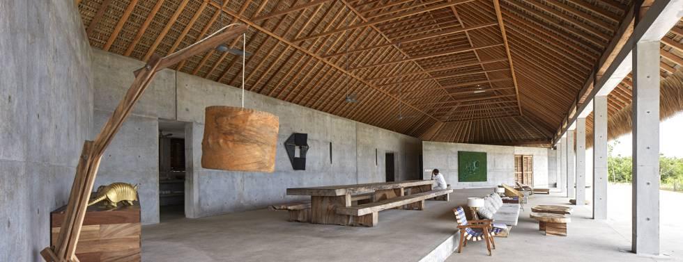 Bajo una palapa de 100 metros cuadrados se encuentra el comedor.