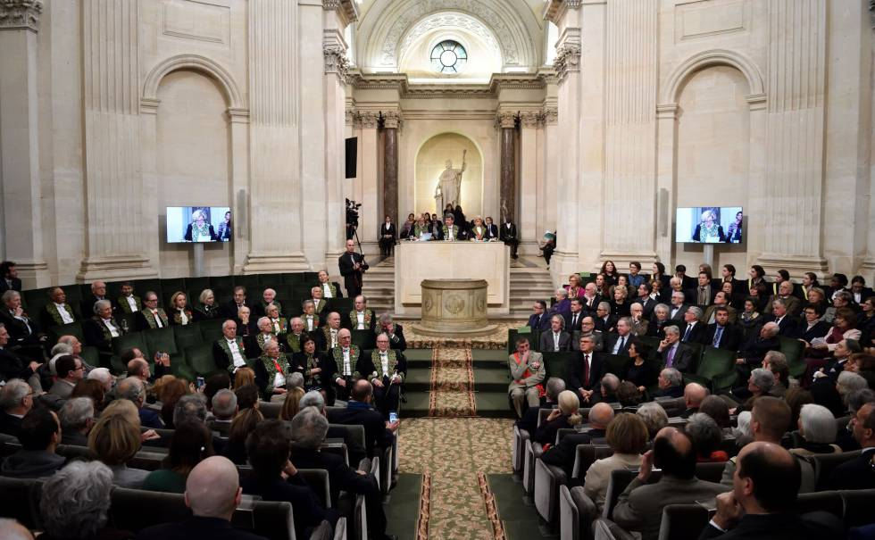 Reunión anual de los miembros de la Academia Francesa, en diciembre de 2016, en París.