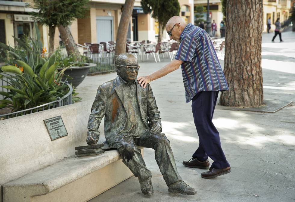 La escultura del poeta en catal n vicent andr s estell s - Amor en catalan ...