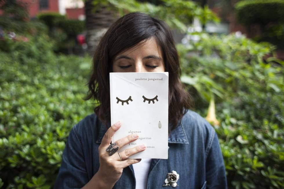A escritora mexicana Paulette Jonguitud, em Coyoacán.