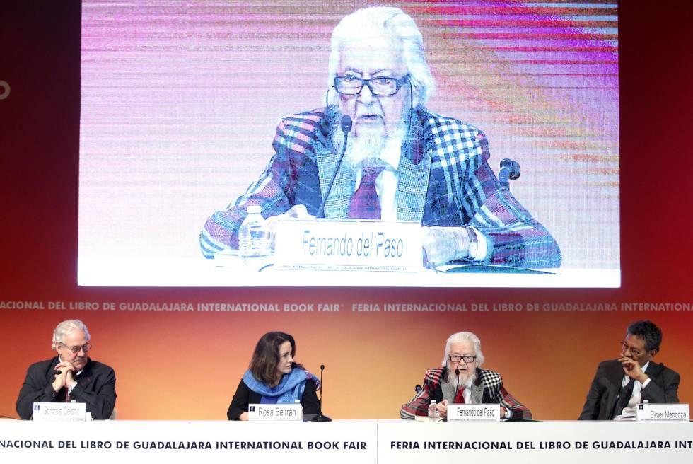 Los escritores Gonzalo Celorio, Rosa Beltrán, Fernando del Paso y Élmer Mendoza participan durante el homenaje a Juan Rulfo.