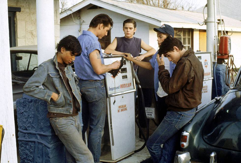Da esquerda, Ralph Macchio, Tom Cruise, C. Thomas Howell, Rob Lowe e Matt Dillon, em 'Rebels' (1983).