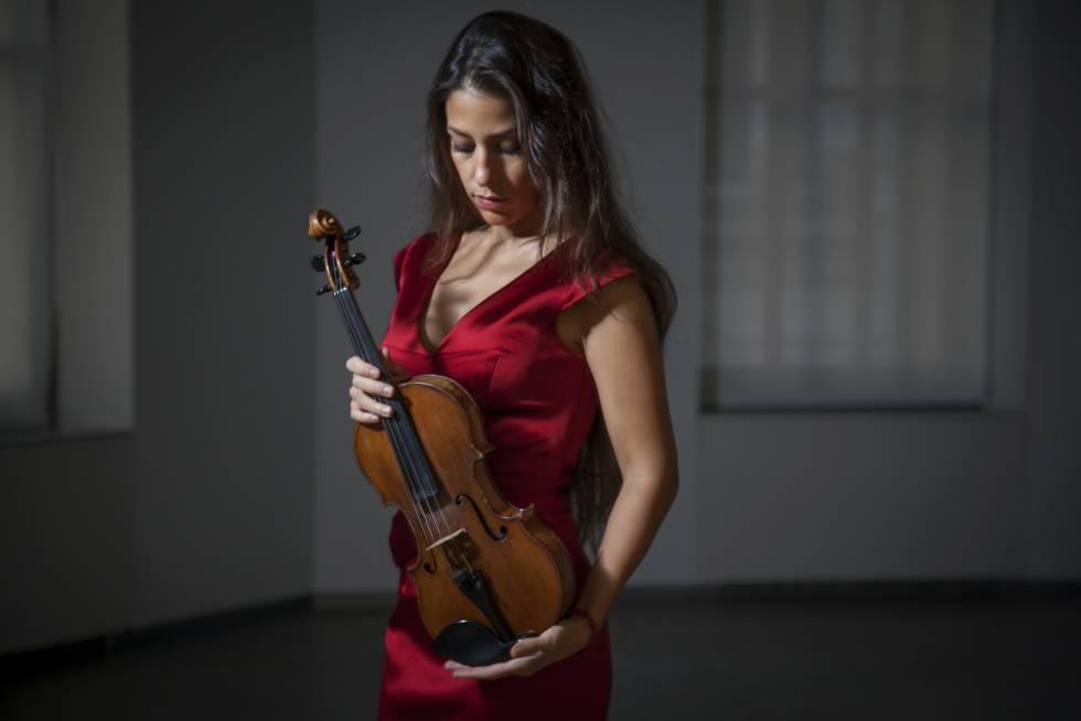La violinista Letizia Moreno, en la fundación Teléfonica en Madrid.
