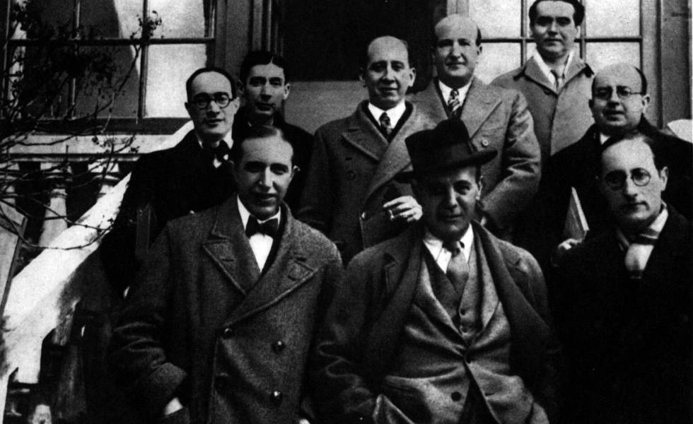 Front row (from left to right) Pedro Salinas, Ignacio Sánchez Mejías and Jorge Guilén. Back row: Antonio Marichalar, José Bergamín, Corpus Barga, Vicente Aleixandre, Federico García Lorca and Dámaso Alonso