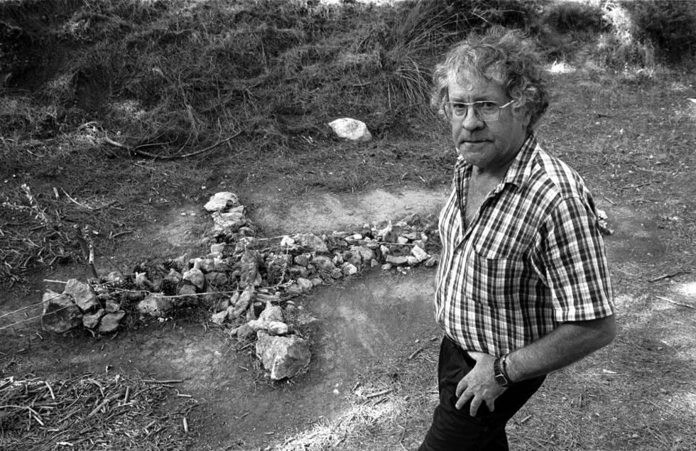 El hispanista Ian Gibson, en el barranco de Víznar (Granada), en 2000.