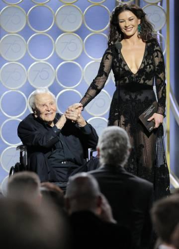 Resultado de imagen para Kirk Douglas, la aparición de una estrella de 101 años