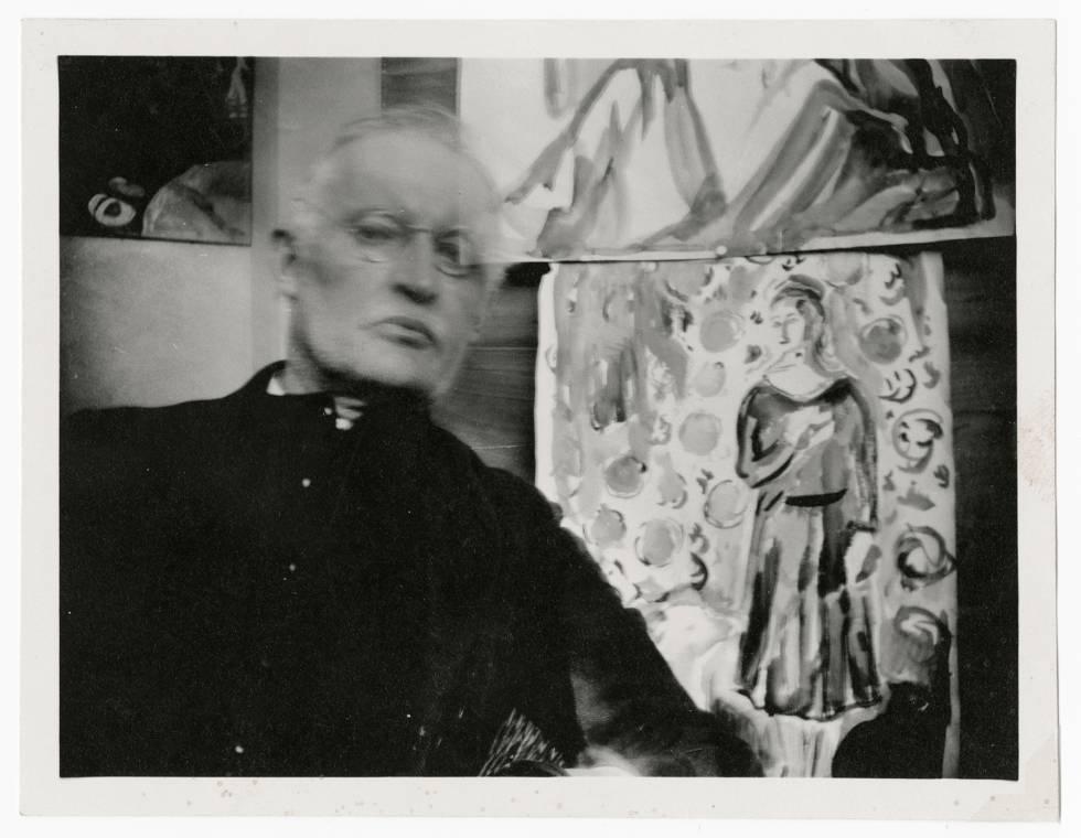 Autorretrato con gafas y sentado al lado de unas acuarelas en Ekely, ca. 1930