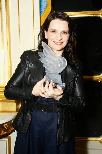 Juliette Bincohe, con el Premio del Cine Francés, que recibió el sábado en París.