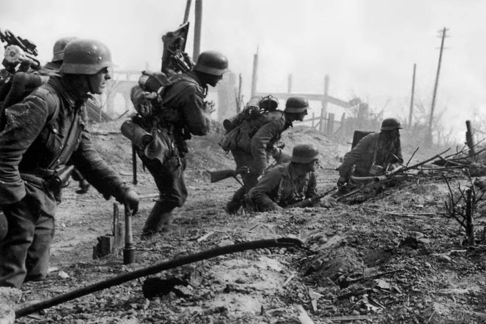 Un pelotón de soldados alemanes durante la batalla de Stalingrado
