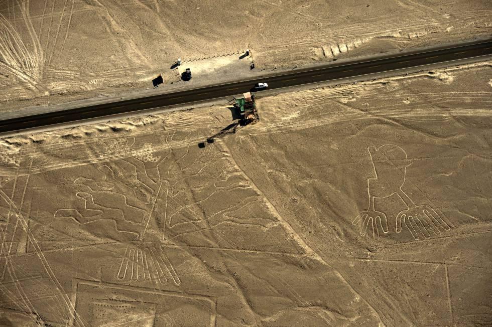 Vista aérea de los geoglifos de las Líneas de Nazca, en Perú, en una foto de archivo.