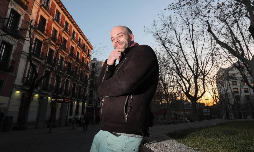 Álvaro Barbón posa en la plaza de Alonso Martínez, en Madrid.