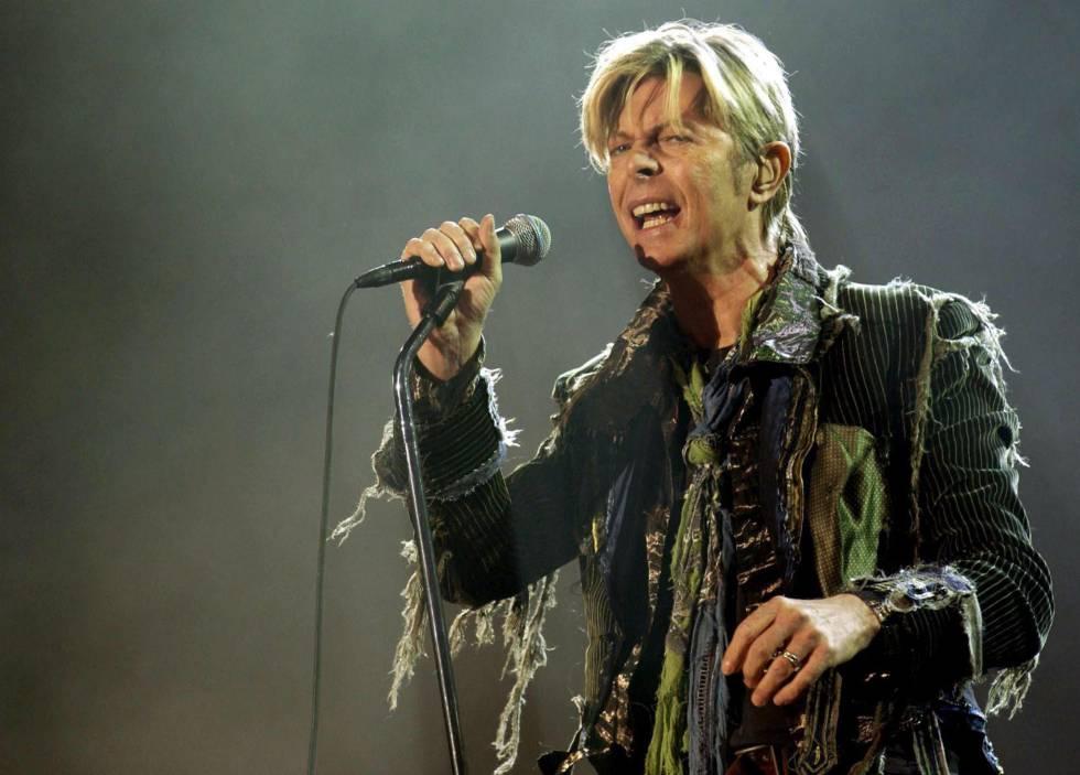David Bowie actuando en el Tíbet en 2004.