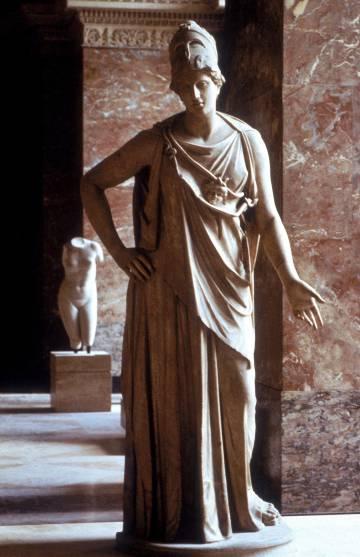 Escultura da deusa Atena, no Louvre de Paris.